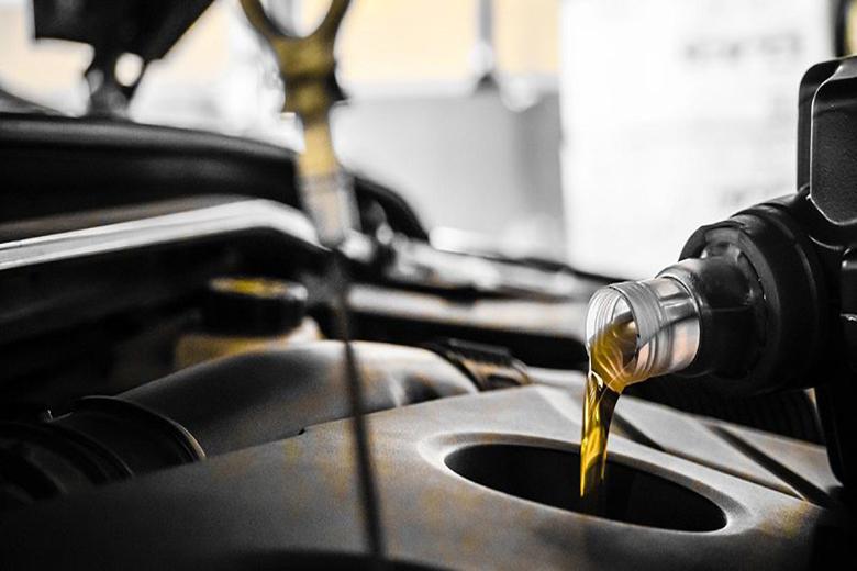 کم شدن سطح روغن موتور از دلایل روشن شدن چراغ روغن